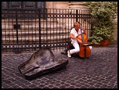 The cellist (DameBoudicca) Tags: italien italy musician music rome roma musiker italia cello musica musik música rom italie chelo musique musicista músico musicien イタリア 音楽 violoncello violoncelle ローマ 音楽家 violonchelo チェロ ヴィオロンチェロ
