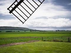 Under the windmill wing (Teelicht) Tags: windmill field germany deutschland mühle feld geburtstag asse windmühle niedersachsen lowersaxony bockwindmühle dettum olympusomdem5 panasonicg20f17