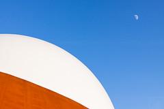 Infoversum Groningen (Frenklin) Tags: city orange moon white holland architecture modern theater nederland dome groningen stad architectuur koepel maan groningenstad ebbingekwartier ciboga infoversum