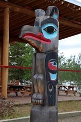 Kkhhittn (Raven Children) Clan Pole (demeeschter) Tags: canada yukon territory teslin lake town heritage center native american tlingit historical museum art attraction