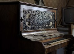 Out of key (Hide & Seek Images) Tags: derelict piano cottage