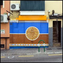 doorways | palma de mallorca (John FotoHouse) Tags: palma palmademallorca dolan flickr fujifilmx100s fuji johnfotohouse johndolan leedsflickrgroup copyrightjdolan color colour 2016 balearicislands square squareformat