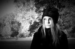 IMG_8863_Fotor02 (Ela's Zeichnungen und Fotografie) Tags: hannover congresszentrum stadt stadtpark herbst bäume laub blätter person frau sonnenlicht himmel wiese rasen gras schwarzweiss stühle landschaft natur