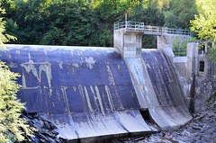 Le Barrage Corticelli. 03-09-2016 16:25 (Sandbanks Pro) Tags: parcdelagorgedecoaticook coaticook rivirecoaticook coaticookriver quebec canada barrage dam structure vgtation nature paysage touristique barragecorticelli vacance holiday t summer