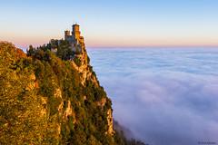 Torre Guaita (Rick Kloekke) Tags: sanmarino torreguaita italy italie fog foggy mist mistig misty san marino mountain tower castle kasteel sun rise sunrise zon zonsopkomst landsape