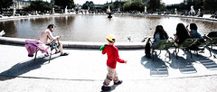 Now and Then (Luis Montemayor) Tags: red man paris france fountain kid rojo europe fuente nio hombre