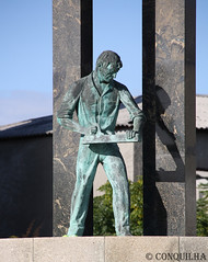 Marceneiro - Woodworker 2010 (Conquilha) Tags: sculpture portugal statue canon eos europa europe escultura paredes esttua 2010 woodworker lordelo  rebordosa  conquilha  portugallo marceneiro      1000d portugaliya
