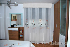 "Cortinas a fuelles con bando para dormitorio • <a style=""font-size:0.8em;"" href=""http://www.flickr.com/photos/67662386@N08/9194690786/"" target=""_blank"">View on Flickr</a>"