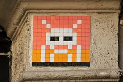 Paris 18ème (PA_1052) (Meteorry) Tags: street orange game paris france art yellow wall jaune europe arcade spaceinvader spaceinvaders july tiles invader pixels rue mur artderue carrelage carreaux meteorry 2013 pa1052 ãžledefrance