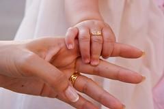 BEBE (MSdelEstal) Tags: baby mom hands daughter manos ring babygirl bebe mains anillo bague