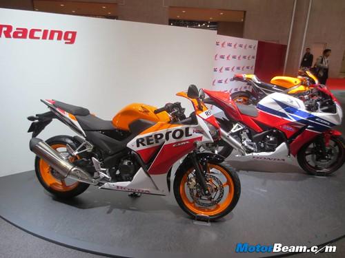 2014-Honda-CBR250R-01