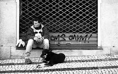Futuro incerto (Alberte A. Pereira) Tags: bw social bn porto bp rúa
