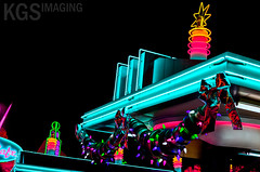 christmas christmaslights dca dlr californiaadventure disneycaliforniaadventure flos carburetors disneylandresort radiatorsprings carsland ornamentvalley vision:text=0516 vision:dark=0663 vision:outdoor=0897