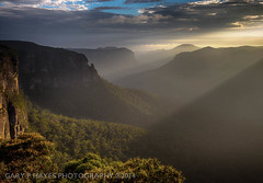 Govetts Leap Sunrise, Blue Mountains, Canon EOSM 3046-Edit.jpg (Gary Hayes) Tags: blue mountains sunrise blackheath sydney australia bluemountains sunburst leap govettsleap govetts