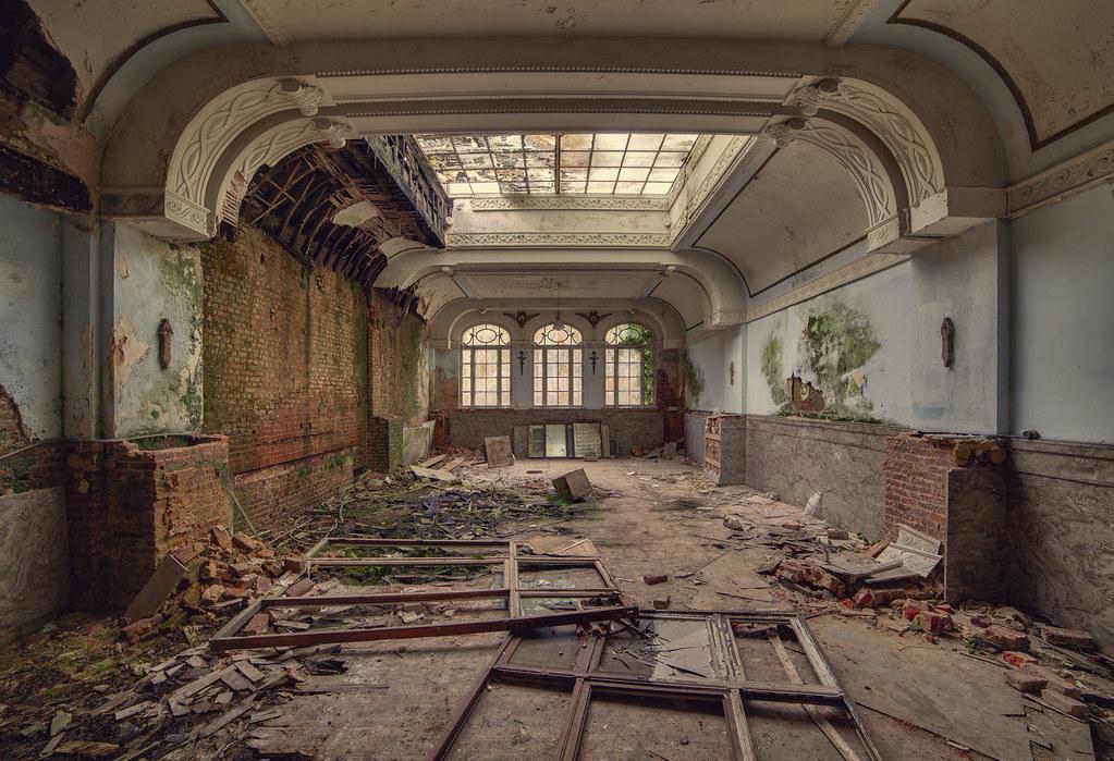 Grand Decay Hotel