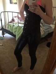 BrzlzQ9CQAAgUtV (IAmY2j) Tags: leather pants leggings