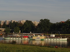 Dresden-0106_1 (pischty.hufnagel) Tags: dresden elbe dampfschiff dampfschifffahrt kurort rathen wende schaufelraddampfschiff schaufelraddampfer