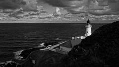 Douglas Head Lighthouse (pix-4-2-day) Tags: douglas isleofman head lighthouse schwarzweis monochrome blackandwhite black white clouds wolken leuchtturm himmel see meer sea ocean irishsea hill hgel