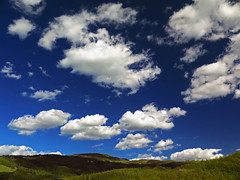 Magiclouds (Robyn Hooz (away)) Tags: magic clouds blue blu sky tuscany primavera cielo nuvole bianche white italy