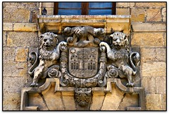 Casa de los Cossio o los Leones, Reinosa (Jesús Cano Sánchez) Tags: elsenyordelsbertins canon ixus132 espanya españa spain cantabria campoolosvalles reinosa escut escudo shield enunlugardeflickr