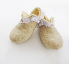 handfelted wool slippers (39.5) (smoothmetaldesign) Tags: handmade homeshoes wool felted white slippers