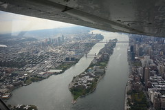 Roosevelt Island and Manhattan and Queens (Jai Agnish) Tags: gettingclearance classbravo rockingthelgaclassbravo rooseveltisland eastriver manhattan nyc newyork cessna172 skyhawk