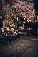 Knoblauchladen (pietzucker) Tags: ailboutique chaise cafe limiere available availablelight artless atmosphere atmosphre deutschland germany berlin kreuzberg canon 700d 50mm candle emotion impression city life light look lamp late lantern night outdoor portrait street