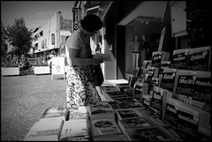 Aalst (B) - 2016/05/09 (Geert Haelterman) Tags: geert haelterman streetphotography straatfotografie photographiederue photoderue fotografadecalle fotografiadistrada strassenfotografie candid streetshot monochrome black white blackandwhite zwart wit belgium aalst alost fujifilm x10