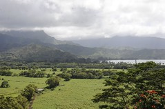 hanalei bay, kauai, hawaii (hannu & hannele) Tags: kauai hawaii hanalei bay beautiful landscape scenery mountains mountainside field grassland sky clouds shadows green exotic tropics tropical nikon d700 outdoor foothills