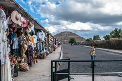 La Pirámide del Sol en Teotihuacan (Angelo Petrozza) Tags: teotihuacan piramide del sole sol mexico texcoco people pentax angelopetrozza