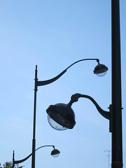 Don't be a light, be the light (Mr-Pan) Tags: streetlamp lampadaire