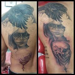 Mais uma sesso nois termina... Esta ficando muito Loka essa #tattoo (Edson Biscaia Tattoo) Tags: rose tattoo rosa sombra tattoos crow rosas caveira catrina realismo corvo tatuagem tattooed realista crowtattoo tattoobrasil uploaded:by=instagram foursquare:venue=4d35f9e9b7f08eec63559c7d edsonbiscaia tattoosp