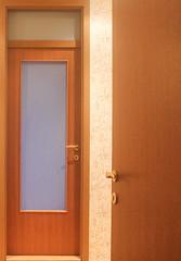 Как самостоятельно установить межкомнатную дверь