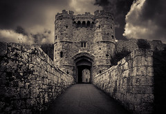 Carisbrooke Castle Gate (Scrufftie) Tags: uk england canon unitedkingdom newport isleofwight lightroom englishheritage carisbrookecastle canonef24105mmf4lisusm canon5dmkii