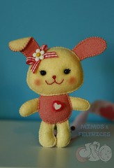 Coelhinha porta-chucha (Mimos & Feltrices) Tags: rosa felt bebé feltro menina corrente chupeta coelha chucha coelhinha