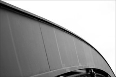bow of a bridge (loop_oh) Tags: bridge germany deutschland hessen frankfurt main bank bow brige brcke frankfurtammain frankfurtmain roemer metropole rmer bogen hesse mainhattan bruecke eintracht frankfurtam honsellbrcke