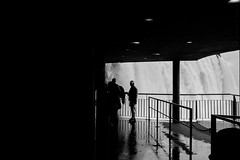 (Ricardo Cosmo) Tags: spyshot fozdoiguau iguazufalls iguassufalls cataratasdoiguau parquenacionaldoiguau paran brasil brazil gua water waterfall ricardocosmo panasonicg3 mft man homem hombre observando watching bw pb