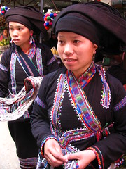 Women of the Flower Hmong tribe, Sapa, Vietnam (omnia2070) Tags: flower clothing women vietnam colourful tribe embroidered sapa hmong