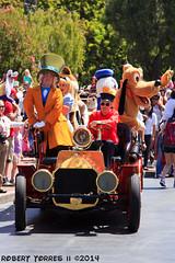 2014-06-16-Characters-Disneyland-06 (Robert T Photography) Tags: alice disneyland disney firetruck pluto donaldduck dlr madhatter aliceinwonderland robertt roberttorres serrota canoneos60d serrotatauren