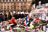 Souvenir (MF[FR]) Tags: bataclanparis baladesparisiennes paris remember samsung hommage souvenir ile de france attacks balades parisiennes attentat nx1 13 novembre 2015 fluctuat nec mergitur bataclan 111315