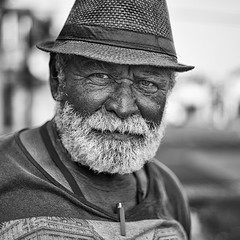 GCLLNN-1-4 (Gustavo Castellon) Tags: red color efex pro canon documentary portrait 50mm 6d blackwhite socialdocumentary streetphotography photography
