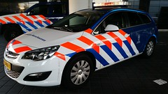 Koninklijke Marechaussee Opel (Michel Curi) Tags: amsterdam netherlands holland nederland centrum dutch iamsterdam schiphol europe grotemarkt canals aviation airplanes airports jet planes flight schipholairport koninklijkemarechaussee politie polica police policecar lawenforcement emergencyvehicles sheriff county cars auto automobile coches vehculos vehicle automvil carros car voiture automobiel transportation opel red white blue stripes