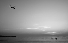 Swimmers and airplane (Anders_3) Tags: sola solastranden rogaland norge norway stavangerairportsola plane widere beach sea northsea monochrome blackandwhite bw aviation sunset