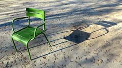 Les chaises d'une vie (Robert Saucier) Tags: paris chair chaise tuileries vert green ombre shadow img5865