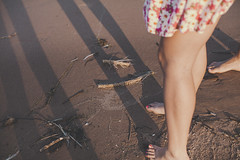 (Flimmy) Tags: spine spines fish fishspines girl dress pink beach pointbeach summer august engagement daisy daisies feet sand canon canoneos5dmarkii canon5dmarkii 50mm legs woman flimmy