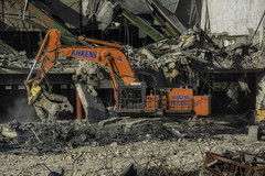 CrestWoodMallDemolition_SAF7465-1 (sara97) Tags: constructionequipment copyright©2016saraannefinke crestwoodmall demolition heavyequipment missouri outdoors photobysaraannefinke saintlouis