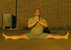 Summer yoga '13: Samakonasana (CS87) Tags: male yoga pose angle box side grand center stretch same posture split middle stretching splits flexibility flexable flexible straddle limber flexability flexibilidad spagat ecart samakonasana maleyoga maleflexibility
