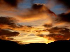 El ocaso desde mi balcón (.Bambo.) Tags: sunset sky sun sol clouds atardecer cielo nubes puestadesol ocaso teruel aragón linaresdemora sierradegúdar