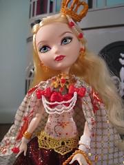 I'm Loving the Details, Mattel! (amber e/ Love Nest) Tags: december 13 applewhite legacyday everafterhigh