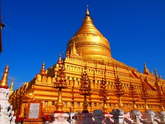Shwezigon pagoda in Nyaung U (Myanmar 2013)